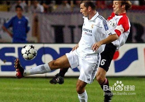 足球腳掌停球動作要領圖片