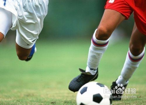 18 足球腳背內側傳球動作要點: 2 2013.11.圖片