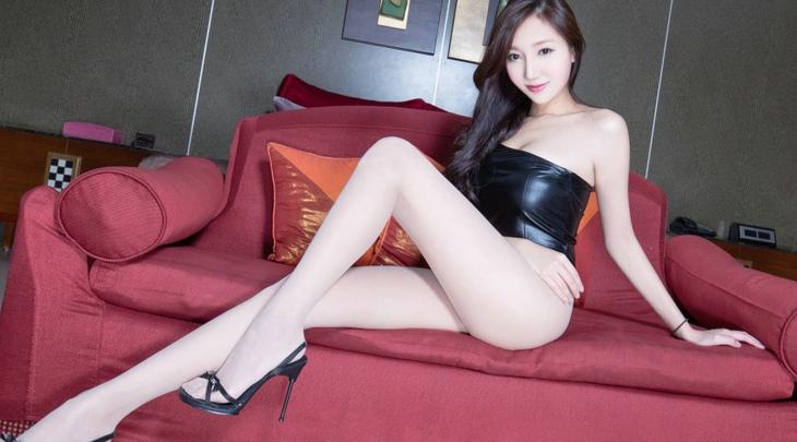 女人肉丝袜_肉色丝袜高跟泳装美女tina甜美笑容写真