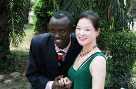 黑人大战中国女孩视频_嫁给黑人的中国女人家伙太大图片让人吃不消,中国妞大战黑人图片的