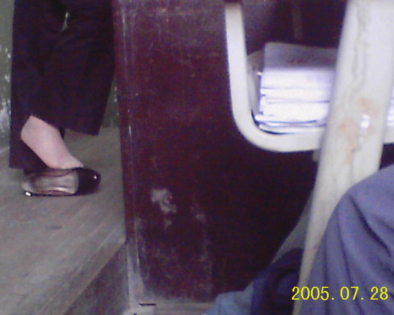 女生被脱鞋摸脚_老师上课脱鞋_体育老师上课脱鞋_上课脱鞋脱袜子的女生_老师 ...