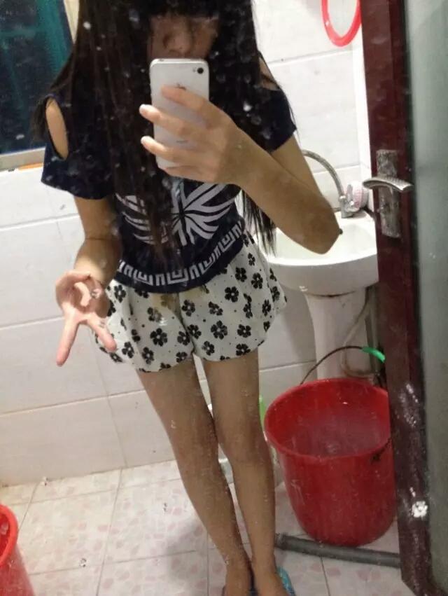同学交换女�_一同学的女朋友,在ktv喝醉了.去厕所.我在厕所把她喂饱了.她回家会