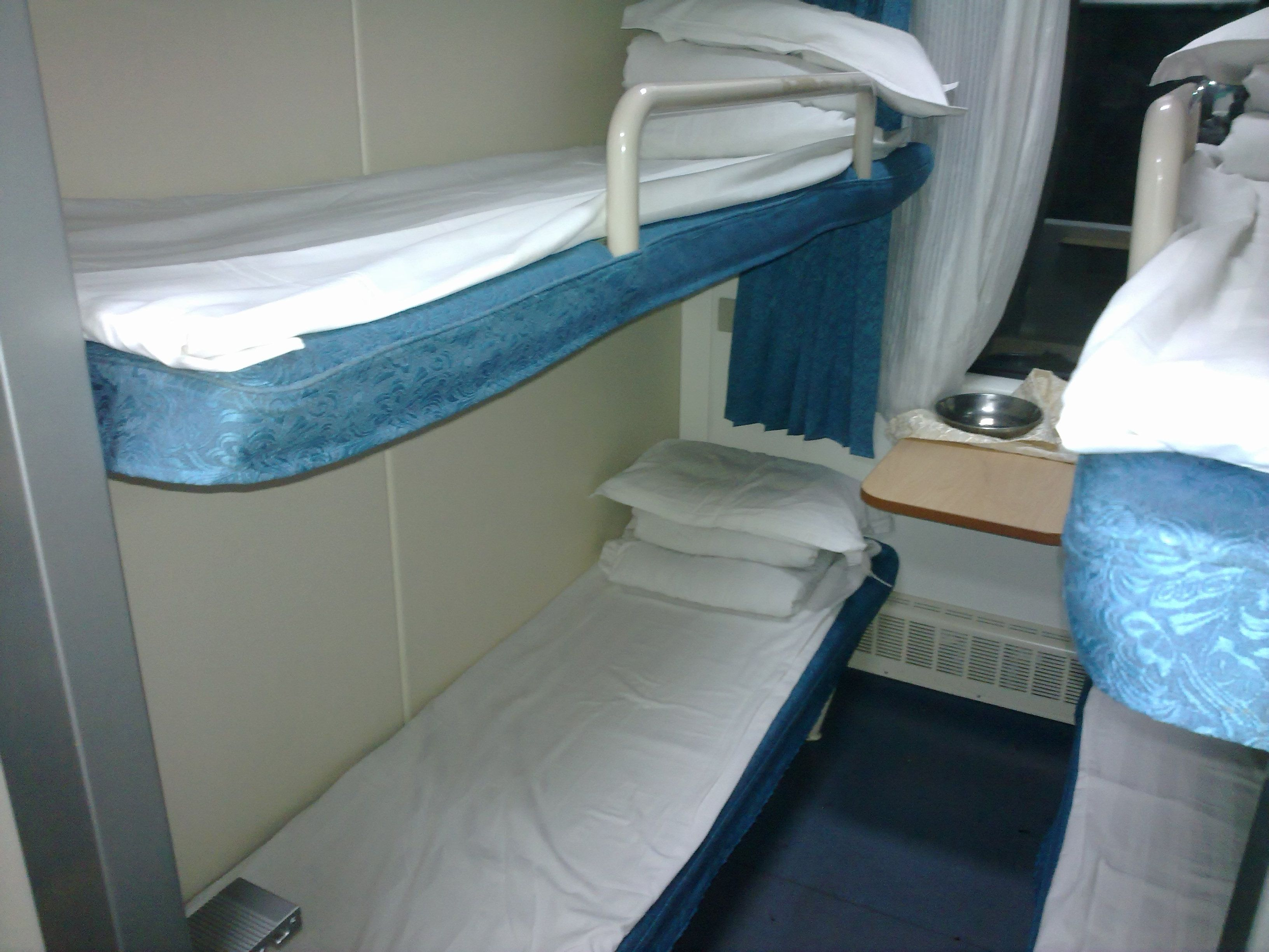 硬卧和软卧图片_汽车卧铺和硬卧和软卧什么区别_百度知道