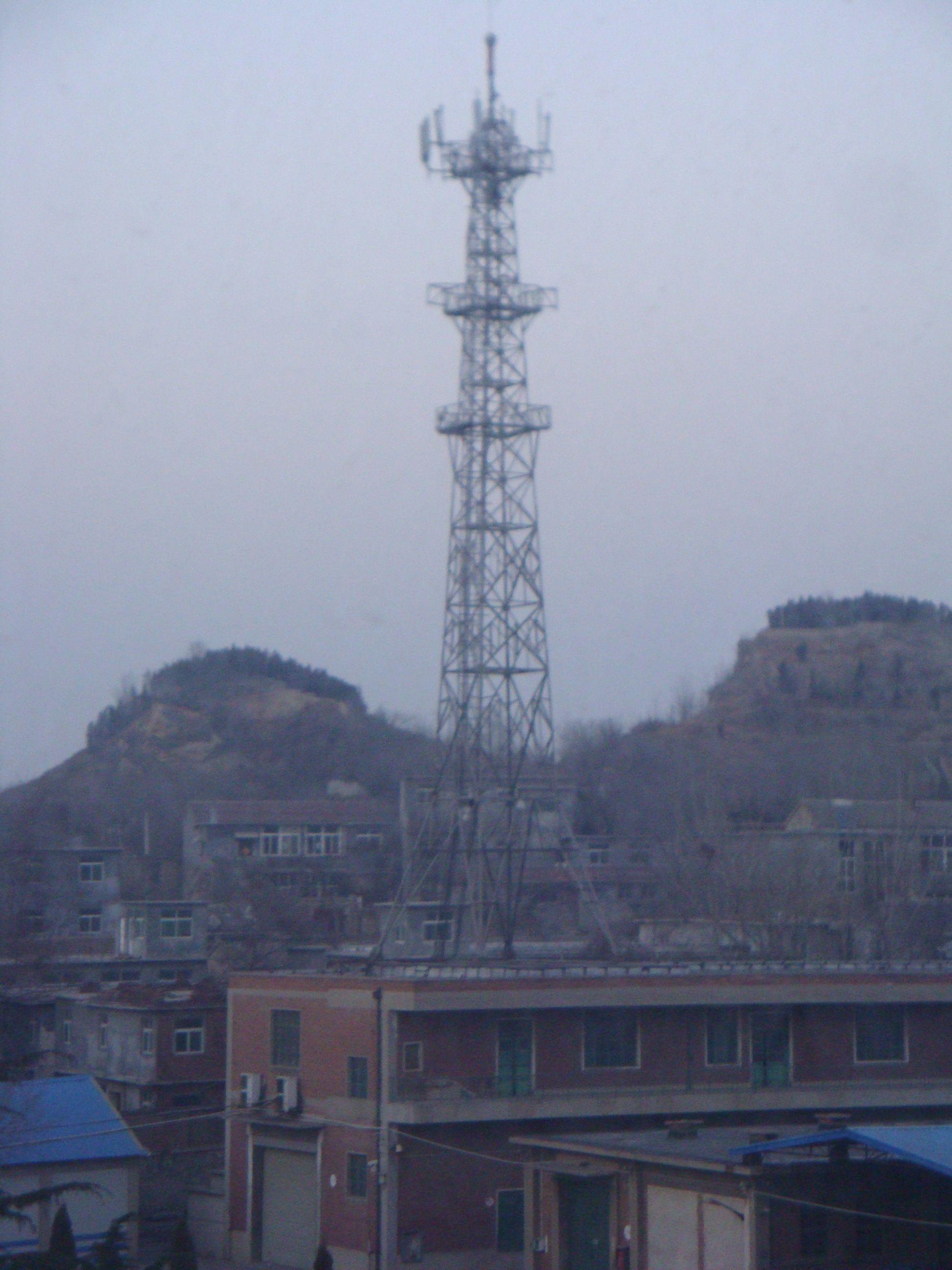 信号发射塔安全距离_信号塔500米内辐射最大-信号塔对人的危害/移动塔有辐射安全距离 ...