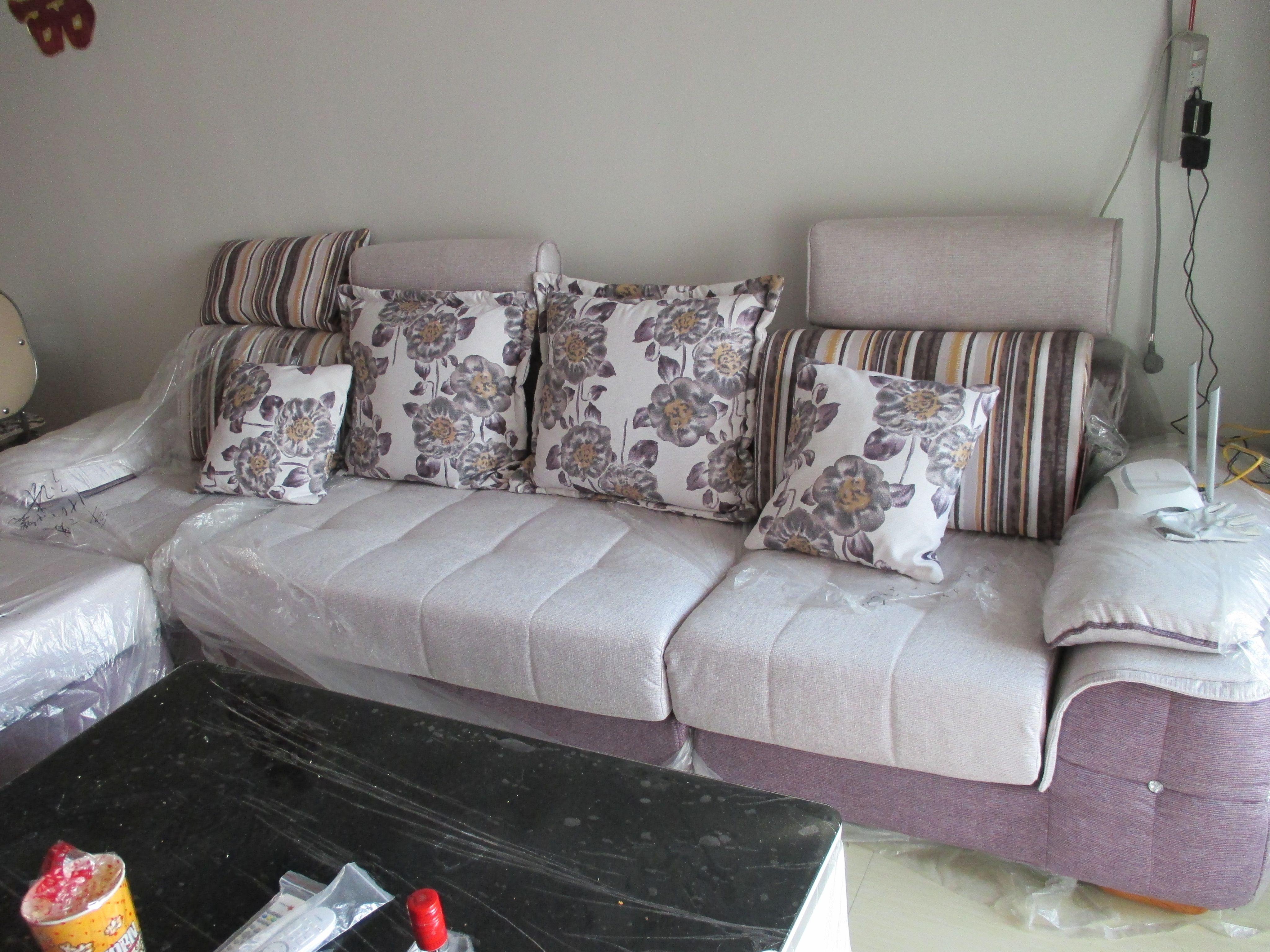 灰色沙发搭配沙发垫_我家沙发搭配什么颜色的沙发垫好看?附图_百度知道