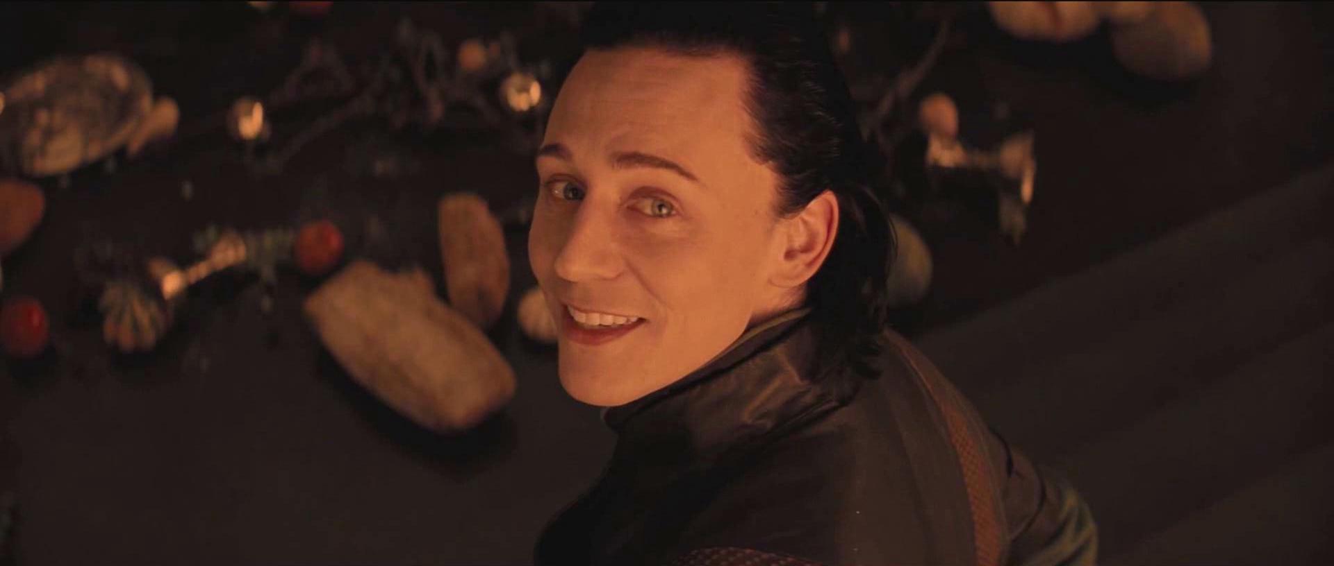 洛基扮演者图片_谁有这张电影雷神中Loki(洛基)的高清无字幕无水印大图,做 ...