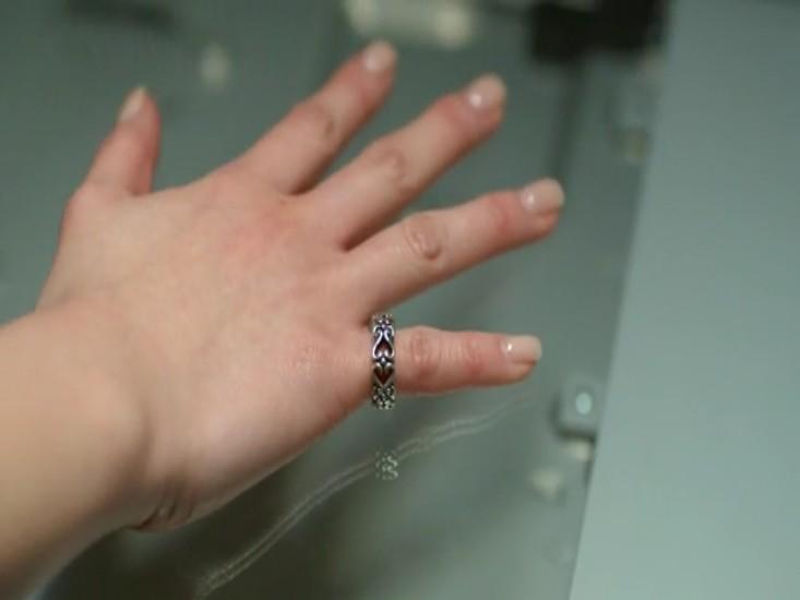 钟欣桐的生殖器_电影《前度》中钟欣桐戴的那个戒指哪里能买到,是什么