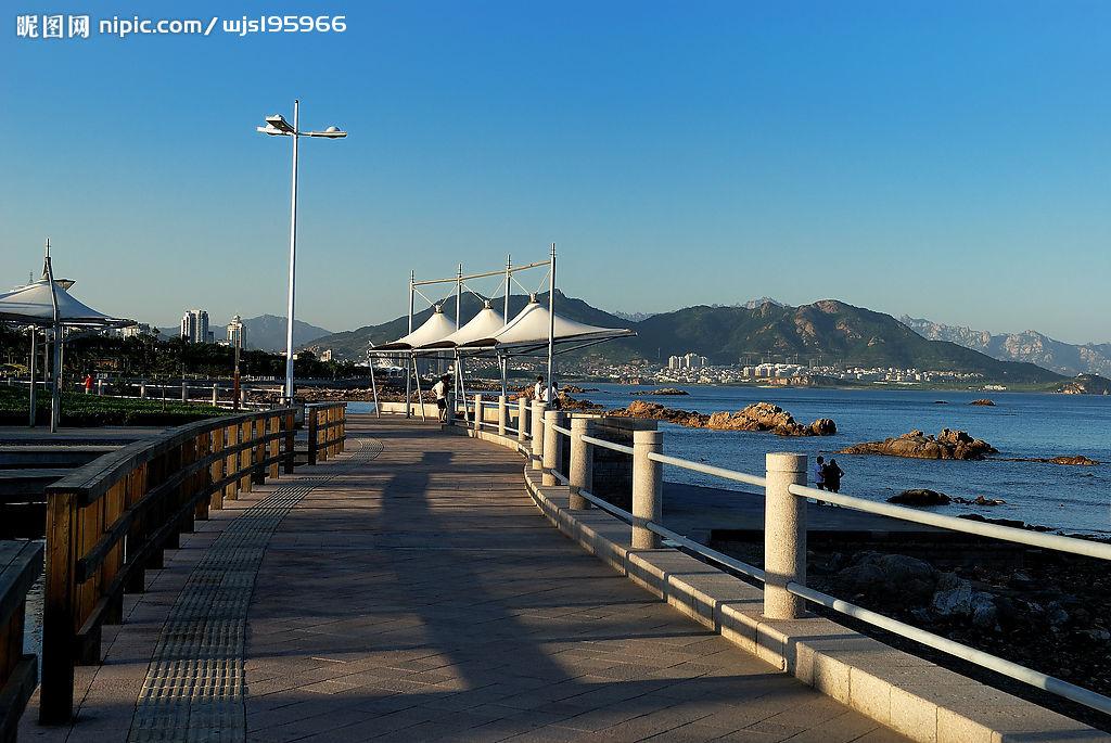 青岛名凤_请问青岛市市中心都有哪些景点(最好附图)?从火车站出发怎么走?