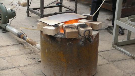 在炉子上放一盆水能预防一氧化碳中毒吗