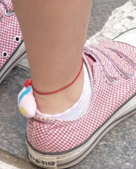 女生被脱鞋摸脚_女生白袜脚-初三女生白袜-射在女同学白袜脚上-玩睡着白袜小 ...