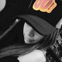 qq非主流戴帽子头像_找一个戴黑色连衣帽子非主流伤感女生头像_百度知道