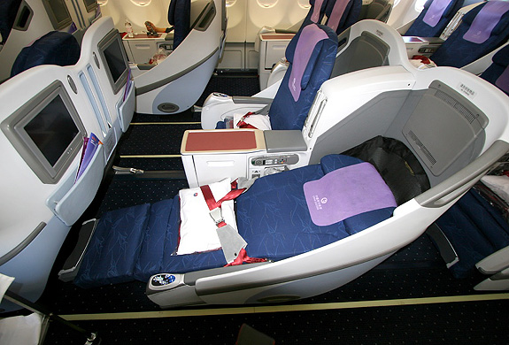 东方航空777商务舱_东方航空新A330-200头等舱舒适吗?座位间距是多少?宽吗 ...