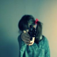 拿枪指着别人的图片_有没有拿枪指着自己头的头像.好看的加200分_百度知道