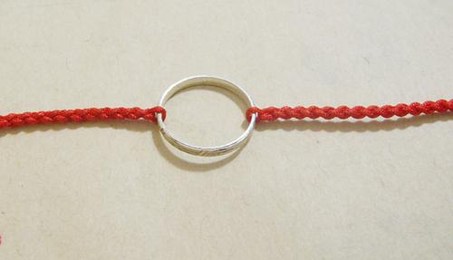 红绳_如何用红绳把戒指编织成手链