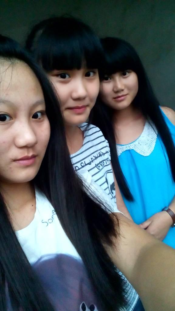 我是一個高中生,有兩個從小到大的姐妹,她們很漂亮還是兩姐妹,我118斤圖片