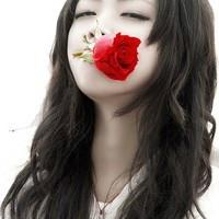 嘴叼玫瑰的情侣头像_一女的叼着玫瑰花的,求相配彩色男生的情侣头像_百度知道