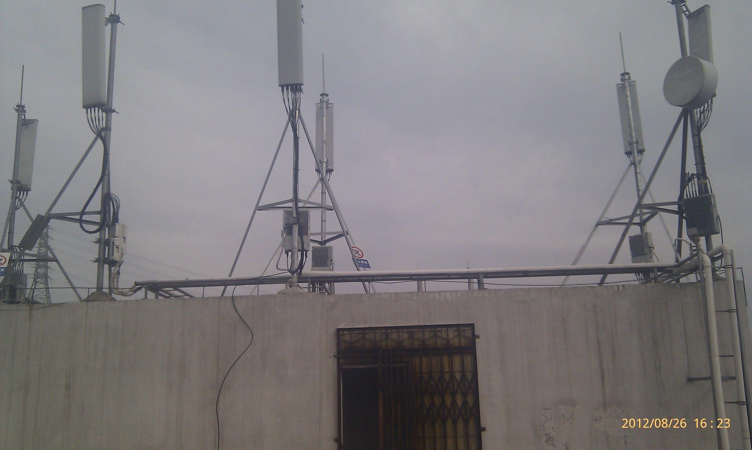 无线基站辐射_我家上面一层有一个移动基站,辐射大吗?_百度知道