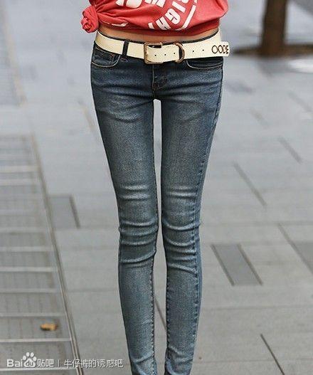 女生穿牛仔裤_求清纯女生穿紧身牛仔裤加帆布鞋的图片_百度知道