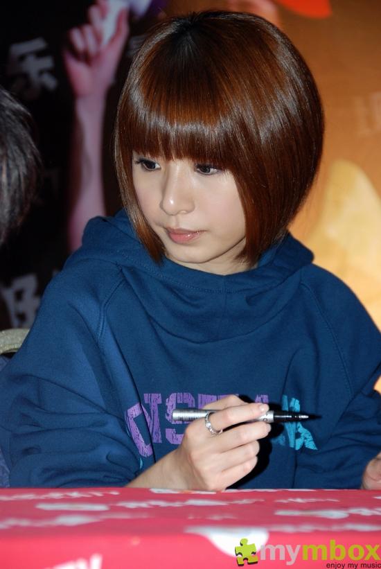 现在学生流行的发型_现在女生流行的是什么发型?_百度知道
