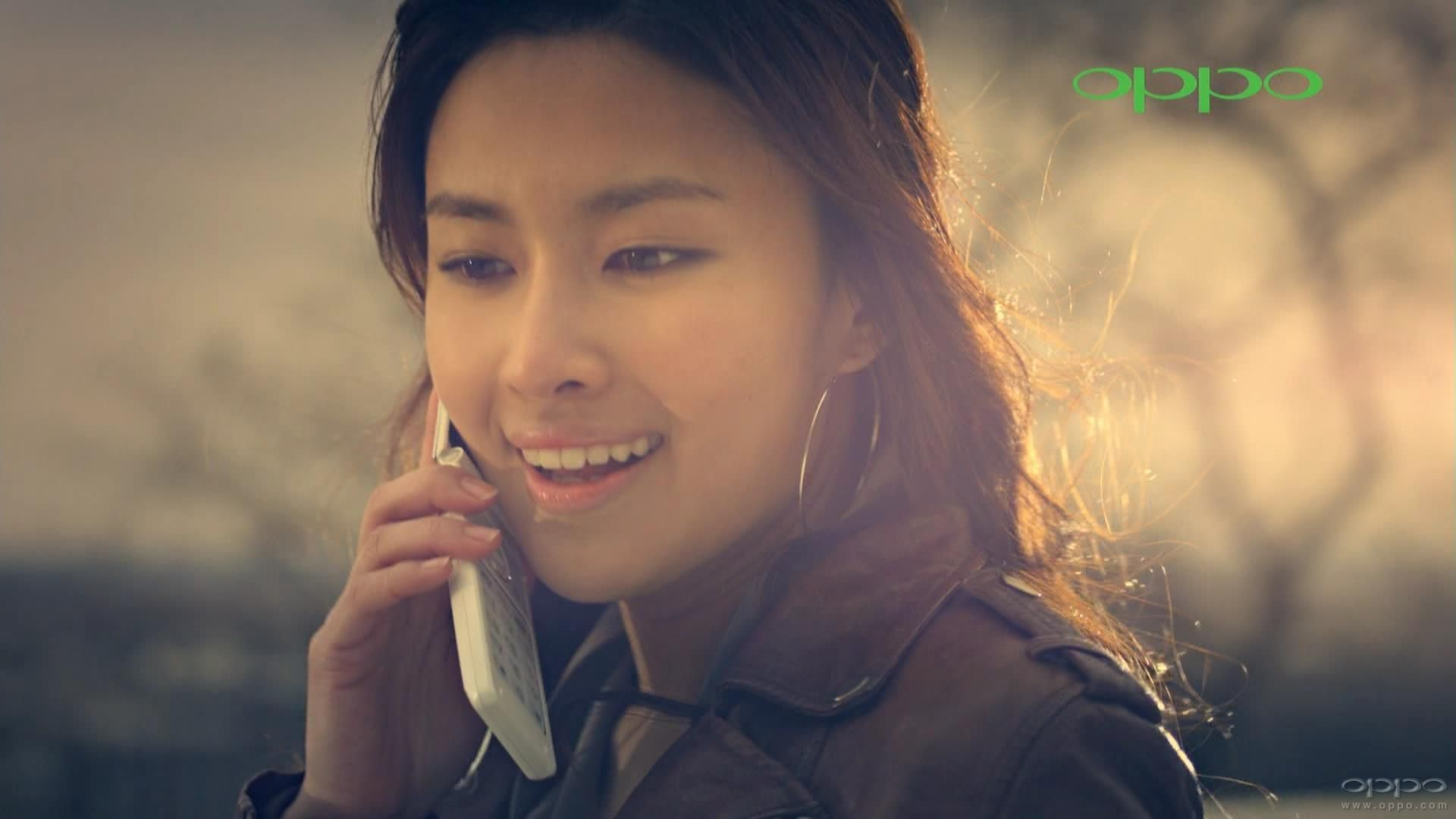 oppo手机广告男主角_oppo最新款翻盖手机广告的女主角是谁?_百度知道