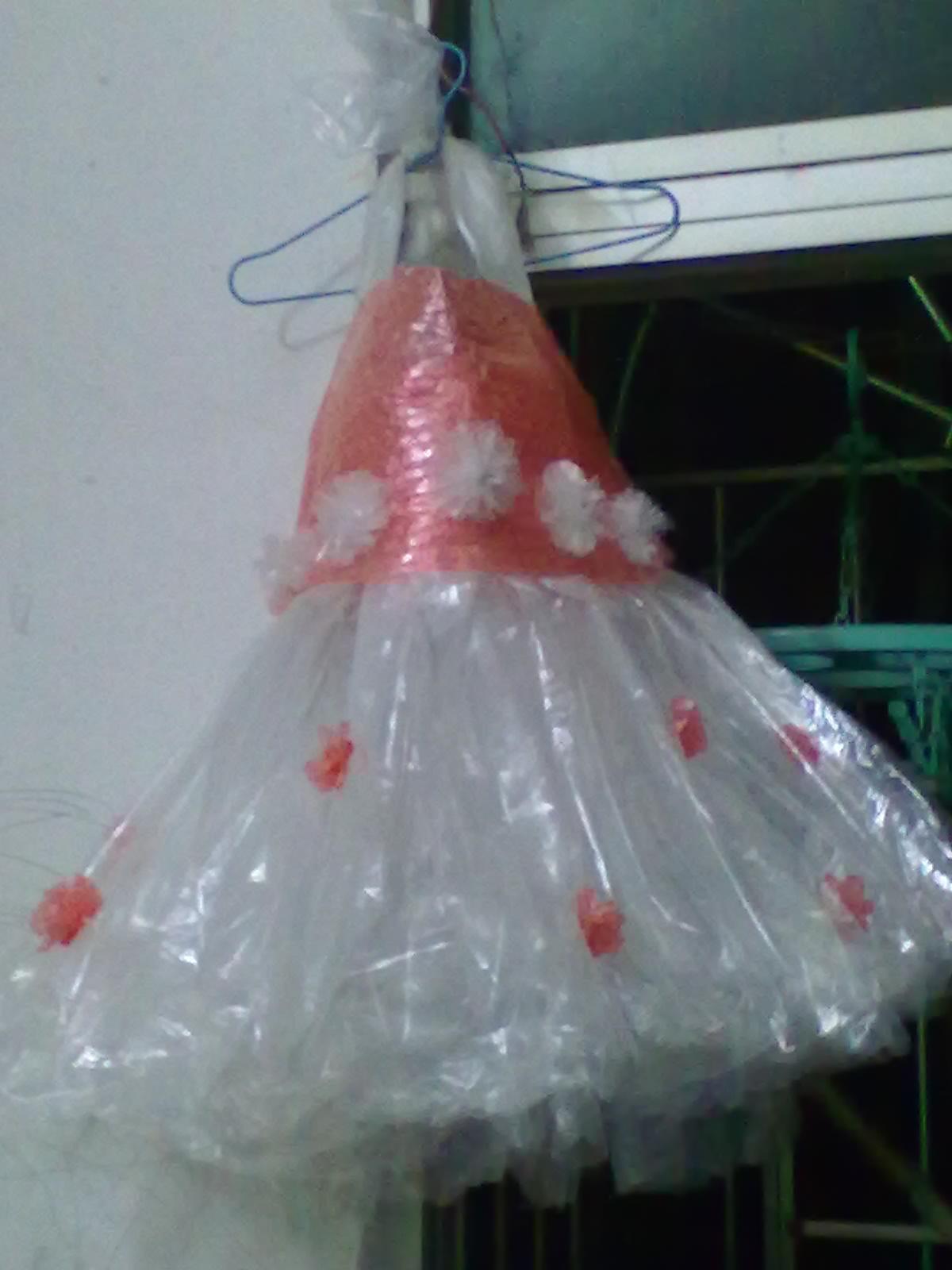 塑料袋制作衣服_怎样用报纸做衣服简单-怎样用报纸做环保衣服_简单的报纸做衣服 ...