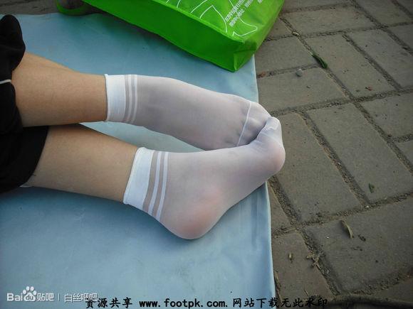 siwatu_有女孩穿白色短丝袜运动鞋的图片吗?跟我这个差不多的