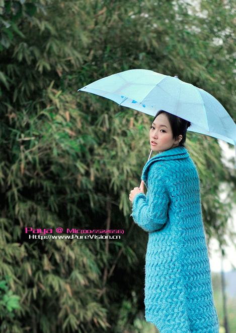 一个女人拿一把伞_求一张女生拿着一把伞走路的背影图_百度知道
