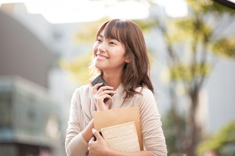 oppo手机广告男主角_oppo手机广告女主角长发发型是什么_百度知道