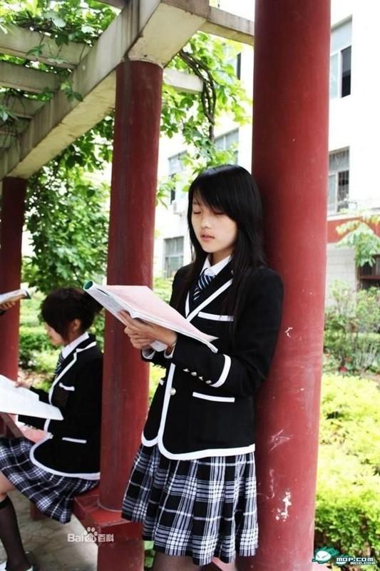 好看的校服_中国校服最好看的是那所学校什么样_百度知道