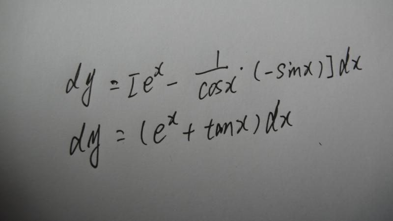 聚色�9��y�dy��9��y�.Y�_设y=e的x次方-lncosx 求dy