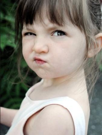 撅嘴小女孩可爱头像_求张头像。金发小女孩撅嘴的。真人的。_百度知道