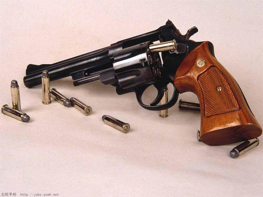 经典左轮手枪图片: 这把手枪是什么型号哒?_百度知道
