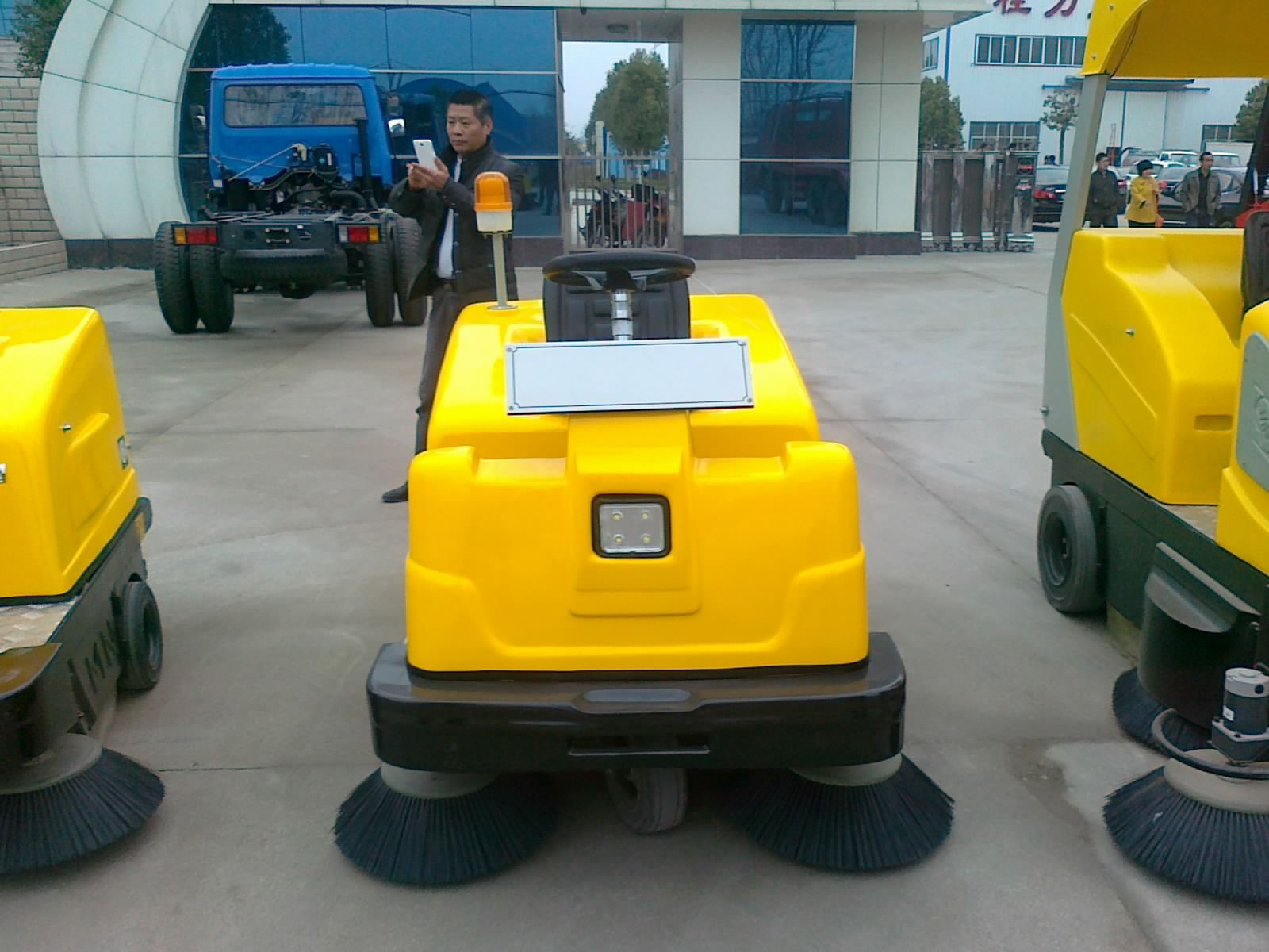 電動掃地車價格 杭州小型馬路清掃車廠家價格