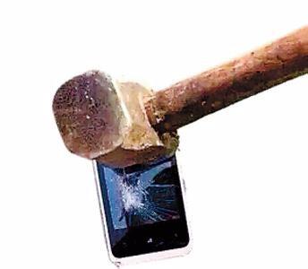 对于公开砸学生手机校方是如何回应的?
