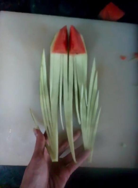 瓜皮拉花视频_西瓜皮雕刻图片展示_西瓜皮雕刻相关图片下载