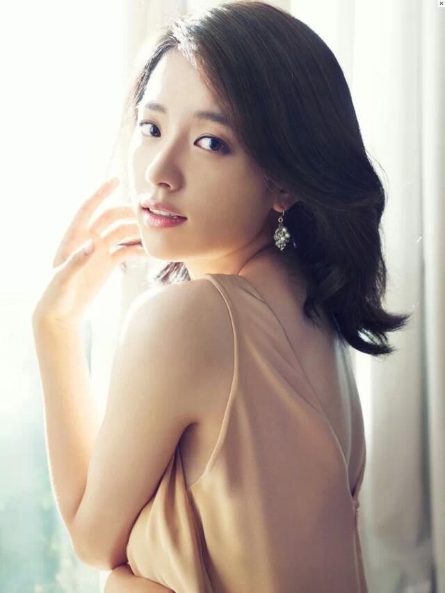 中国最骚屄的女星是谁_这位女星是谁?有点老了 中国的 不是韩日的,不是很红