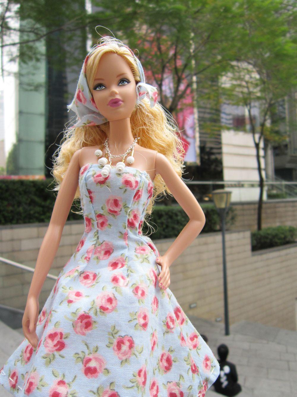 芭比娃娃衣服怎么做_要制作芭比娃娃时尚衣服的图片,衣服的布料如图:_百度知道