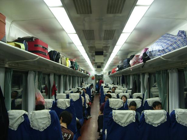 k火车硬座车厢图片_k9075火车硬座是什么样子的?_百度知道