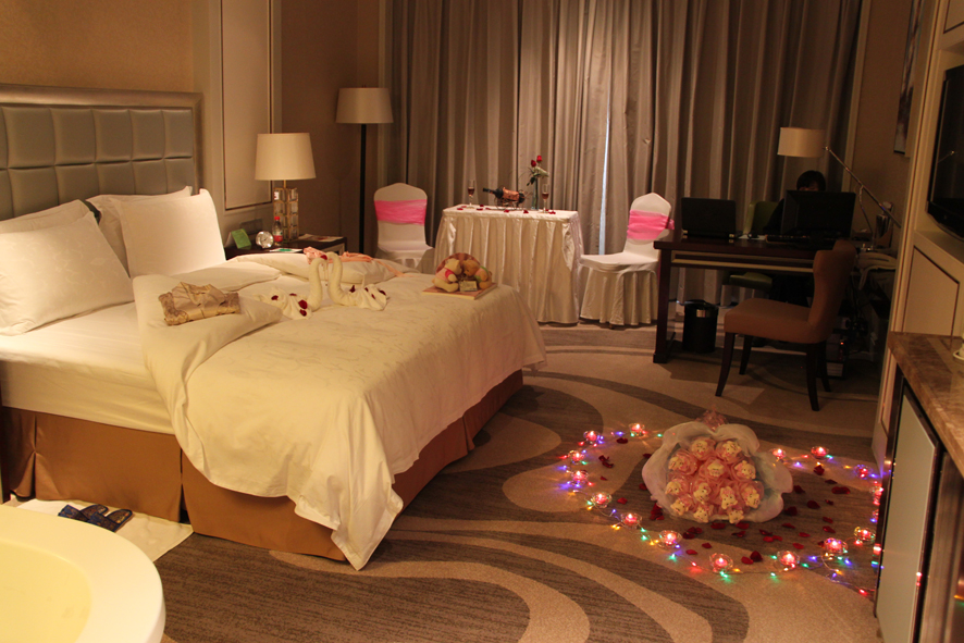 酒店生日房间怎么布置_宾馆房间过生日怎么布置的有没有图片_百度知道