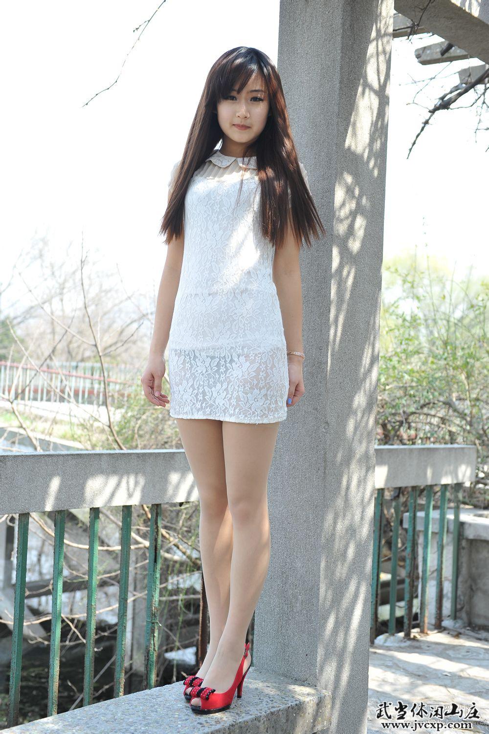 白色高跟鞋肉色丝袜_一套白衣服配黑丝袜好看还是配肉色丝袜好看_百度知道