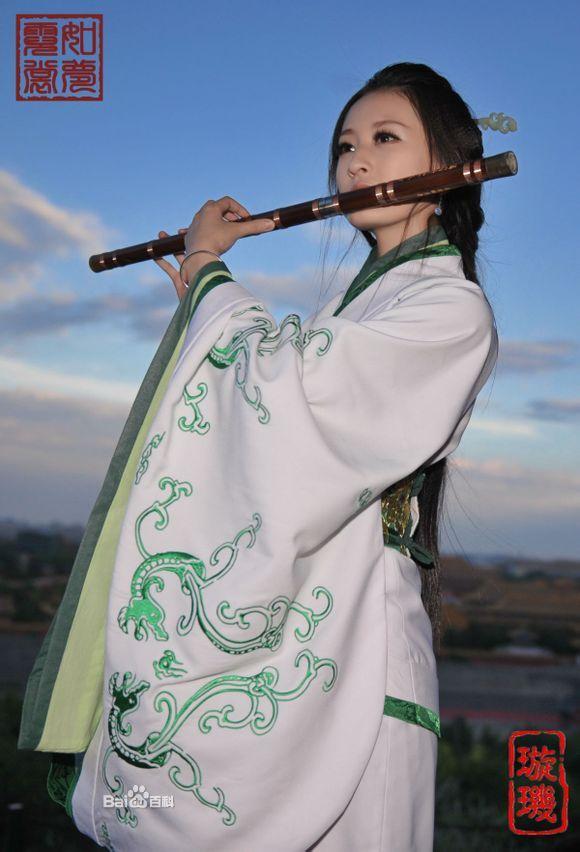 古代美女吹笛子图片_求古风图片一个吹笛子一个弹琴_百度知道