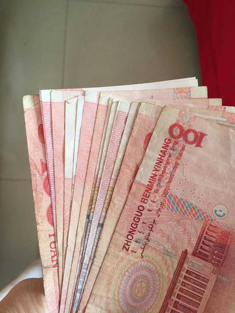 拍好多钱的照片_有人身上有一千多块钱吗?可以拍几张照片给我吗?急用