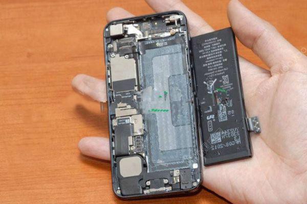 安徽一中学公开砸手机,这样的做法合理吗?