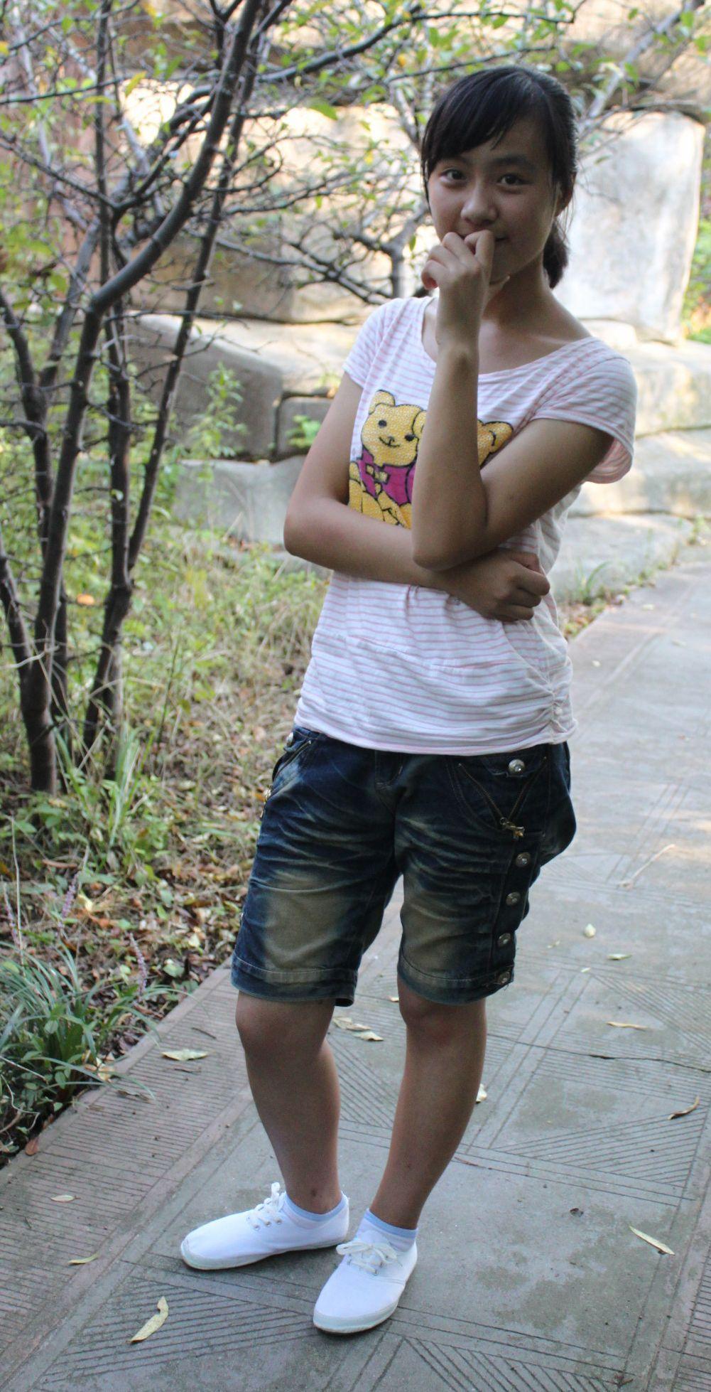女孩看男孩裤裆_女生踹男生_女生踹男生裤裆_奥巴马踹门_宝马女踹人父亲下跪 ...