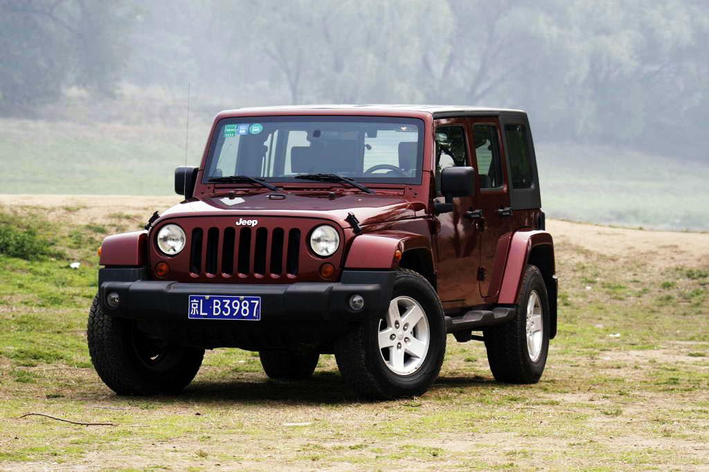 陆虎越野车_是这个吗,这叫牧马人,是jeep品牌的越野车,越野性能超强,和陆虎,奔驰
