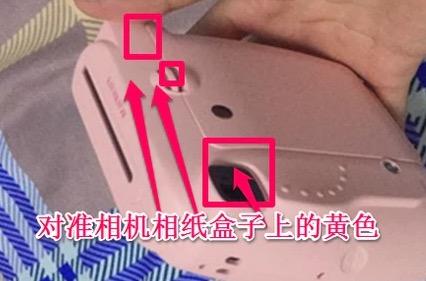 mini8自拍镜怎么装_拍立得mini8,怎么用。电池装了,是有电的,相纸也装了。我问 ...