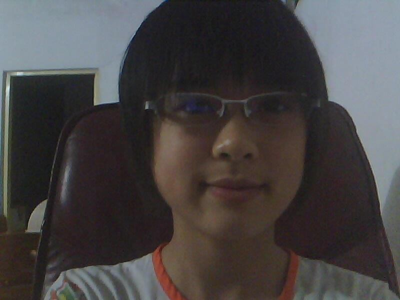 高度近视眼镜框_戴眼镜的女生适合哪种短发发型