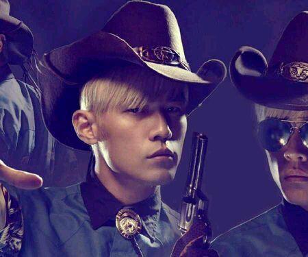 周杰倫染黃頭發戴牛仔帽的海報圖片