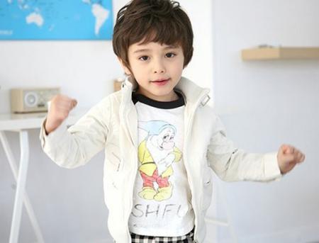 帅的小男孩�yg�_帅的美国小男孩