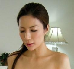 铃木杏里ed2k_2010年6月5日香港文汇报报道铃木杏里为了替日本侵略中国赎罪,愿意